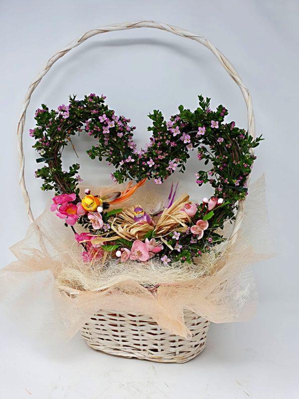 Cesto-fiori-freschi-forma-cuore